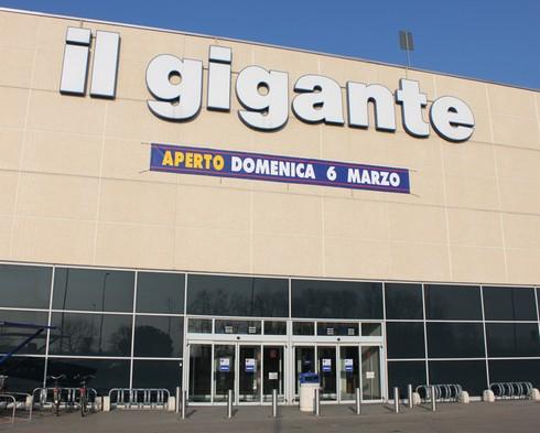 http://www.newslavoro.com/wp-content/uploads/2013/08/il-gigante-supermercato.jpeg