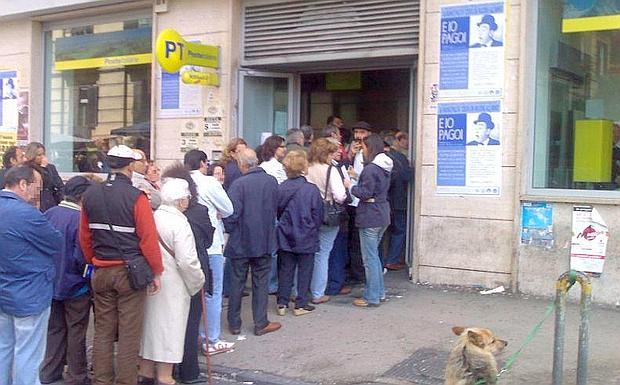 fare la fila alle poste
