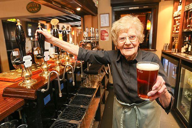 cameriera 100 anni