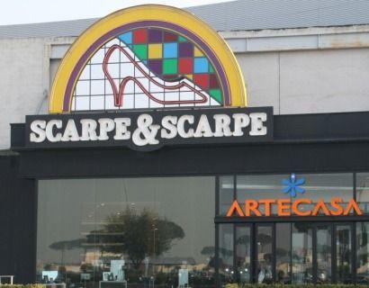 super popular 480e1 63c42 Scarpe & Scarpe assume nuovo personale con esperienza in ...