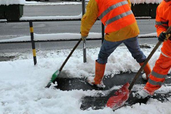 lavoro spalatori di neve