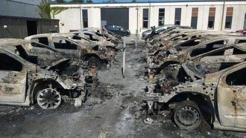 macchine in fiamme