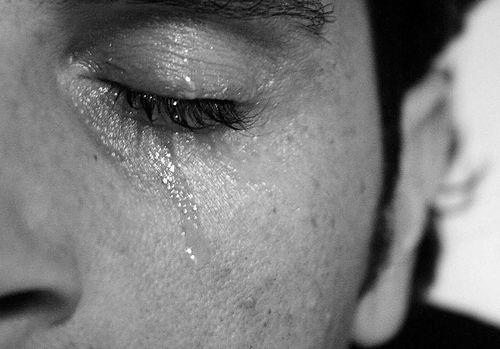 viso che lacrima