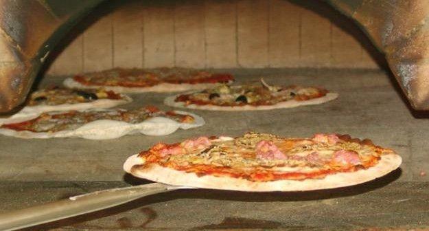 aiuto pizzaiolo e aiuto cucina