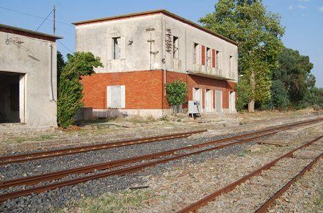 stazione treni abbandonata