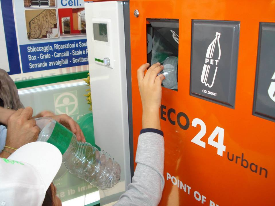 Risultati immagini per Arrivano i Supermercati che ti pagano per ogni bottiglia in plastica riciclata