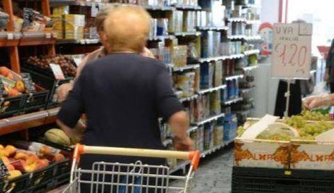 anziana si sente male al supermercato