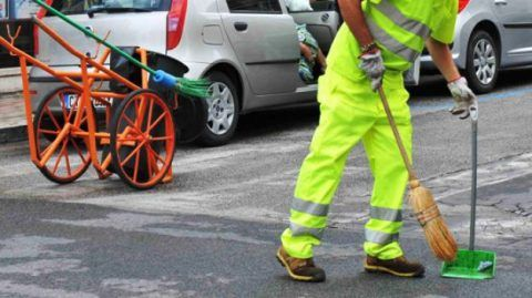 operai addetti pulizia strade