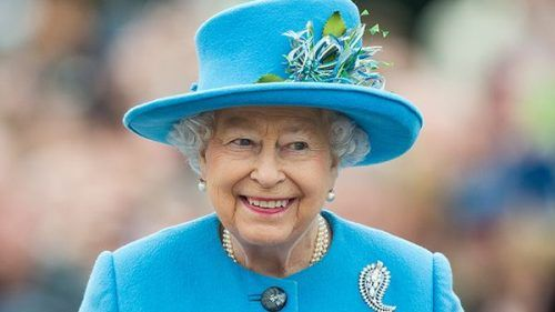 la regina elisabetta assume personale