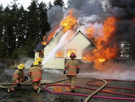 pensionato brucia casa