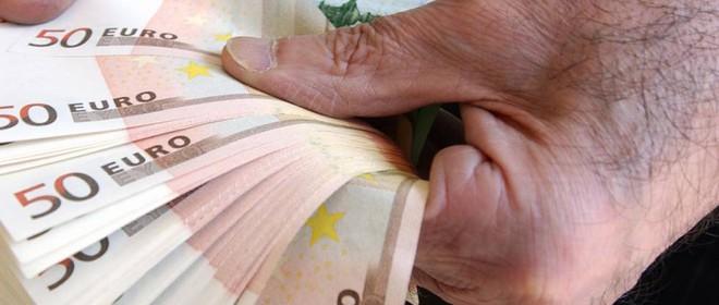 coronavirus banconote contanti