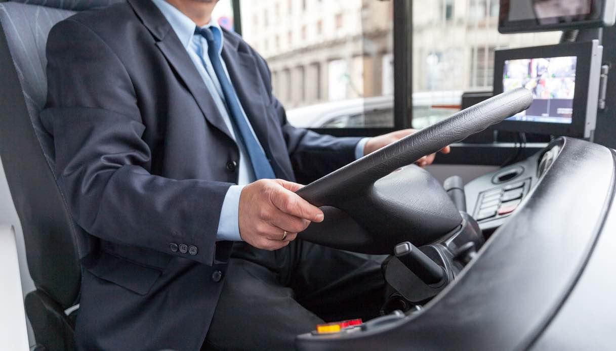 autista autobus cosa fa lavoro stipendio